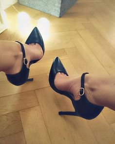 D'Orsay pointed toe heels. Tacchi Close-Up #Shoes #Tacones #Heels                                                                                                                                                                                 More