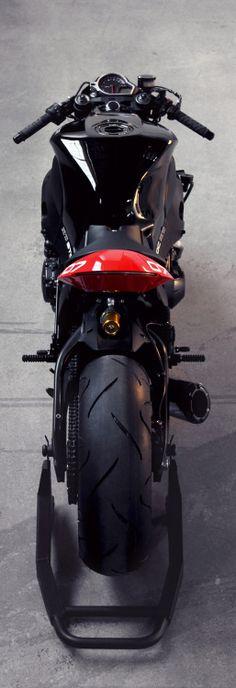 Honda CBR1000RR by Huge MOTOMore bikes here.