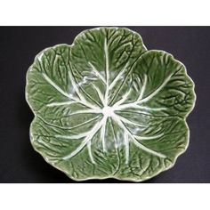 Majolica Green Cabbage Leaf Serving Bowl