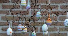 Wat is het toch lekker om met dit mooie weer buiten te haken,   elk vrij minuutje ben ik in de tuin te vinden.     Dit keer heb ik ei... Unique Crochet, Easter Crochet, Easter Eggs, Cupcake, Cactus, Projects To Try, Crochet Patterns, Easter, Amigurumi