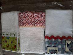 Kit com três panos de copa com barrado em tecido 100% algodão
