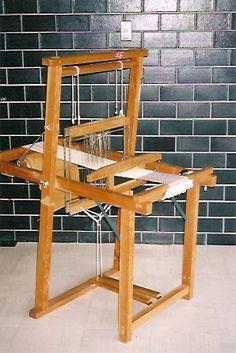the wall tile / brick -- Crane Wife - Japanese loom Inkle Weaving, Weaving Tools, Tablet Weaving, Weaving Projects, Hand Weaving, Weavers Art, Yarn Tail, Loom Knitting, Free Knitting