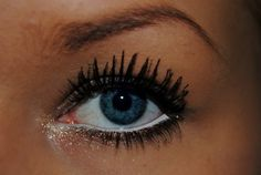 pretty.. i need to get white eyeliner