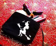 Neceser pintado a mano bruja volando en escoba con por WitchDreams