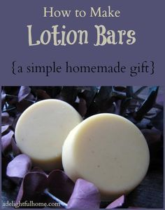 How to Make Lotion Bars (A Simple Lotion Bar Recipe Simple homemade lotion bars – excellent for gifts! This lotion bar recipe is simple to make. It uses beeswax, coconut oil, and cocoa butter and can be prepared in less than 30 minutes. Diy Lotion, Lotion Bars, Lotion En Barre, Coconut Oil Uses, Coconut Oil Lotion, Homemade Soap Recipes, Homemade Facials, Homemade Shampoo, Homemade Ice