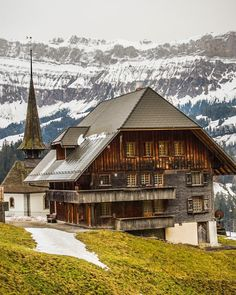 Swiss House, Europe Bucket List, Beautiful Places In The World, Landscape Photos, Nature Photos, Wonders Of The World, Hiking, Houses, House Styles