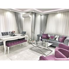 Pantone chose the ultraviolet color as the color of Chi … - Home And Garden Pantone, Sofa Design, Interior Design Living Room, Living Room Designs, Living Room Furniture, Living Room Decor, Drawing Room Furniture, Salons Cosy, Classic Furniture
