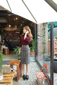 Want these spring korean fashion Korean Fashion Trends, Korean Street Fashion, Korea Fashion, Asian Fashion, Style Ulzzang, Ulzzang Fashion, Office Outfits Women, Casual Outfits, Fashion Moda