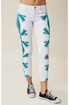 Printed Skinny Jeans, Skinny Pants, California Girl Style, Joes Jeans, Denim Fashion, Celebrity Style, Latest Trends, Denim Shorts, Ankle