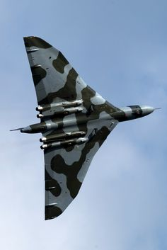 This is the view I once had as a boy when an Avro Vulcan flew over Lees Park in Droylsden. The one I saw was carring rockets underneath and had no camoflage. Military Jets, Military Aircraft, V Force, Avro Vulcan, Delta Wing, Royal Air Force, Aviation Art, Luftwaffe, Royal Navy