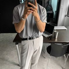 Smart Casual, Casual Tops, Ootd Fashion, Fashion Outfits, Mens Fashion Sweaters, Korean Outfits, Minimal Fashion, Korean Fashion, Tee Shirts