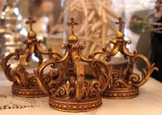 Beautiful crowns that would be perfect for a tablescape