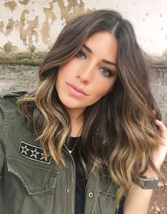 Marvelous Medium Wavy Hairstyles With Edgy Bobs You May Looking For! Wavy Hairstyles Bobs Edgy Hairstyles Marvelous Medium Wavy Marvelous Medium Wavy Hairstyles With Edgy Bobs You May Looking For! Ombre Hair Color, Brown Hair Colors, Medium Hair Styles, Curly Hair Styles, Ashy Blonde Balayage, Partial Balayage Brunettes, Rides Front, Edgy Hair, Pinterest Hair