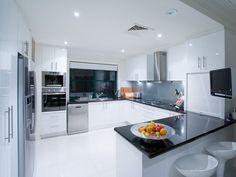 Modern u-shaped kitchen design using granite - Kitchen Photo 927609