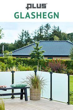Nyd den rolige atmosfære med glashegn på terrassen - Vedligeholdelsesfri havelykke når det er bedst.  Garden Planters, Diy Furniture, Outdoor Living, Pergola, Landscaping, Home And Garden, Cottage, Outdoors, Outdoor Structures