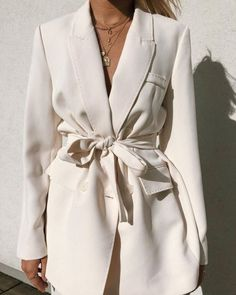 Minimalistic Outfits For Spring Are you looking for effortless minimalist outfit ideas to refresh your spring wardrobe?