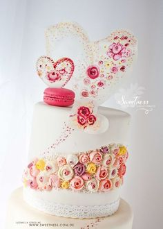 This is my new fault line cake with handpainted details Valentine Cake, Valentines, Bachelorette Outfits, Single Tier Cake, Hand Painted Cakes, Personalized Cakes, Buttercream Cake, Pretty Cakes, Tiered Cakes