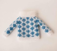 White blue blythe sweater Snowflakes doll sweater Hand knitted