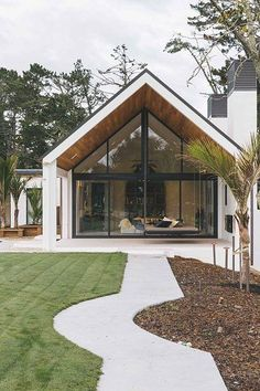 Large modern houses – contemporary mansions that will always make us want them. Some of us live in these architecture masterpieces but most of us only dream about modern homes. I have pictures of remarkable modern house designs that will inspire you an Contemporary Interior Design, Modern House Design, Decor Interior Design, Contemporary Houses, Contemporary Style, Modern Barn, Modern Farmhouse, Modern Decor, Apartment Inspiration