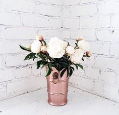 My favourite things.. White, peonies & rose gold decor!