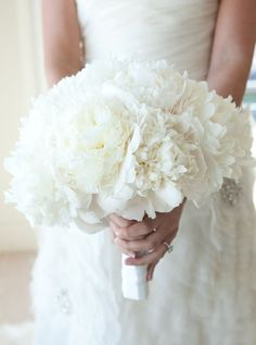This is a very nice and simple option for #wedding bouqet