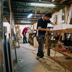 Aquí es donde sucede la magia de nuestros artesanos de la madera 🔨❤️ . Visita www.cocinasydisenos.com . . . . #cocinasydiseñosjc #diseñodebaños #mueblesdebaño #muebles #diseñodeinteriores #tendecias2020 #cocinas #puertas #closets #diseñodeclosets #ventanas #carpinteria #fabricaciondemuebles #mueblesdemadera #fabricacion #taller #tallerdecarpinteria Desk, Furniture, Home Decor, Wood Furniture, Windows, Atelier, Magick, Doors, Interior Design