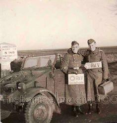Kubel et Borne Michelin cliché pendant l'occupation seconde guerre  WW II à Niort route de Fontenay