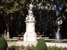 Fuente de Apolo o de las 4 estaciones se encuentra en el paseo del Prado en medio de la de Cibeles y Nepturno