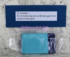 Karins-kortemakeri: Førstehjelpskoffert til mann på 40 Prank Gifts, Minne, 50th Birthday, Pranks, Diy And Crafts, Lag, Cards, Wedding, Tips