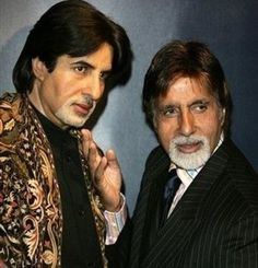 Amitabh Bachchan poses with his wax statue at Madame Tussauds' museum Madame Tussauds, Tussauds London, Wax Statue, Berlin, Wax Museum, Amitabh Bachchan, Attractive People, The Visitors, Bollywood