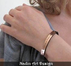 Namensarmband. Lederarmband mit Gravur für Frauen von NadinArtDesign auf DaWanda.com