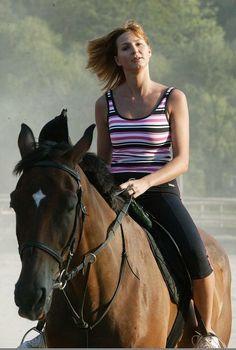 Gott Karel, Riding Helmets, Broadway, Idol, Horses, Celebrities, Fashion, Moda, Celebs