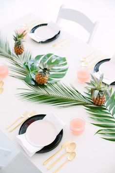 Ideas for baby shower tropical decor Diy Party Dekoration, Tropical Home Decor, Tropical Interior, Tropical Furniture, Tropical Houses, Estilo Tropical, Tropical Bridal Showers, Party Table Decorations, Table Garland