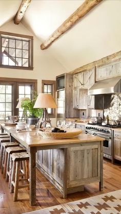 Rustic Chic Kitchen, Rustic Country Kitchens, Country Kitchen Designs, Rustic Kitchen Design, Farmhouse Kitchen Decor, Interior Design Kitchen, Rustic Farmhouse, Country Decor, Rustic Homes