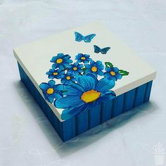 Novo Mural da Vila com ares de primavera Caixa decorada para organizar Wooden Box Crafts, Painted Wooden Boxes, Recycled Crafts, Hand Painted, Diy Painting, Painting On Wood, Diy Arts And Crafts, Diy Crafts, Altered Cigar Boxes