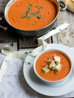 """Roasted Tomato Basil Soup with Grilled Cheese """"Croutons"""""""