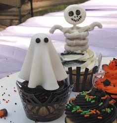 Hallowee cupcake tutorial ... ghosts, skeletons & graveyard tombstones