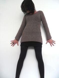 The crochet sweater Crochet Stitches, Crochet Hooks, Knit Crochet, Crochet Patterns, Crochet Style, Crochet Ideas, Crochet Clothes, Diy Clothes, Crochet Cardigan