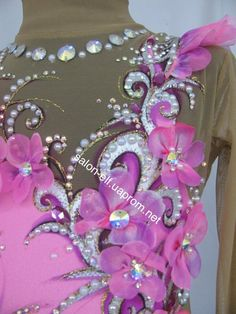 Цветы на купальнике Beaded Evening Gowns, Rhythmic Gymnastics Leotards, Figure Skating Dresses, Photos Du, Wall Photos, Ballroom Dress, Roller Skating, Dance Dresses, Dance Costumes