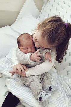 Cute Little Baby, Cute Baby Girl, Little Babies, Baby Kids, Baby Boy, Cute Baby Pictures, Newborn Pictures, Sibling Photos, Funny Babies