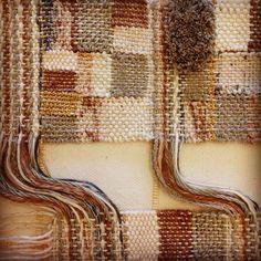 #woven #wallhanging #weaving #walldecor #textiles #fiberart #handcrafted #tapestry #telar #decor #interiordecoration #homedecor #tissus #tessuto #handgewebt #tissage