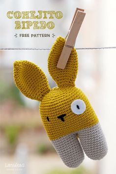 Amigurumis! Patrón gratuito:  conejito sonajero  Bunny rattle, free pattern in Spanish and English by Lanukas