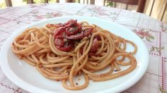 TOMATOES CONFIT BUCATINI  Everything that you need for this dish are the tomatoes and bucatini (eventually replaceable with any kind of pasta available in your pantry); the rest is part of the usual culinary kit inevitable in every student house in poverty worthy of respect!