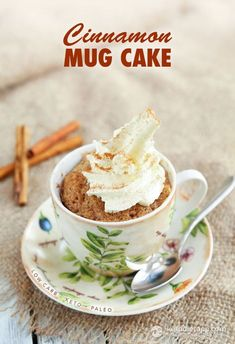 keto Cinnamon Mug Cake Keto mug cakes are perfect when you need a delicious dessert in a flash. There's nothing easier or more comforting than this easy low carb cinnamon… Köstliche Desserts, Low Carb Desserts, Delicious Desserts, Dessert Recipes, Paleo Dessert, Keto Cake, Paleo Mug Cake, Keto Mug Bread, Vanilla Keto Mug Cake