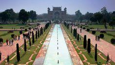 Shalimar Bahçe - Pakistan - Pakistan Lahore'daki Shalimar Bahçesi 17. yüzyılda Babür İmparatoru Şah Cihan tarafından yaptırılmıştır. Geleneksel Fars bahçesi, Güney Asya'nın o devirdeki lüks ve zenginliğini gösteriyor. Bahçe inşaatı 1641 yılında başladı ve bir yıl içinde tamamlandı. Bir dikdörtgen paralel kenar şeklinde bahçe, birbiri üstünde 4-5 metre yükseltilmiş 3 seviyeli teras üzerine kurulmuştur. Yüksek tuğla duvarlarla çevrili bahçenin 80 dönümlük Büyük Mermer Cascade'si en etkileyici…