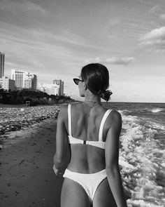 w ave - black and white photo aesthetic summer body goals Source by sorinamin. - w ave – black and white photo aesthetic summer body goals Source by sorinamincea – Source by SwimwearShop - Beach Foto, Beach Babe, Girl Beach, Summer Body Goals, Shotting Photo, Poses Photo, Foto Casual, Bikini Poses, Beach Poses