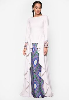 Zania Baju Kurung_1 Modest Fashion, Hijab Fashion, Fashion Outfits, Baju Kurung Lace, Muslim Gown, Pool Party Dresses, High Street Fashion, Moslem Fashion, Batik Fashion