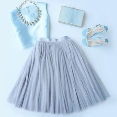 All in Good Cheer Grey Tulle Skirt Looks like a FUN outfit Look Fashion, Fashion Beauty, Classy Teen Fashion, Jw Fashion, Grey Tulle Skirt, Tulle Skirts, Tulle Skirt Outfits, Midi Skirts, Dress Skirt