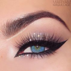 Cat eyeliner with silver glitter - eye makeup Gorgeous Makeup, Pretty Makeup, Love Makeup, Makeup Inspo, Makeup Inspiration, Makeup Ideas, Make Up Looks, Beauty Make-up, Beauty Hacks