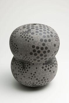 Kitamura, Junko, Kitamura Junko, contemporary, Japanese, ceramics, dots, concentric, design, textile, black, brown, white, stoneware, slip, glaze, sculpture, objet, 2014